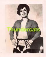 ANCIENNE PHOTO ANNEES 60 FEMME NU NUE EROTIQUE VINTAGE NUDE LADY FEMALE 1960'S PHOTO FOTO EROTIC 9 CM X 13 CM - Beauté Féminine (1941-1960)