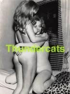 ANCIENNE PHOTO ANNEES 60 FEMME NU NUE EROTIQUE VINTAGE NUDE LADY FEMALE 1960'S PHOTO FOTO EROTIC 9 CM X 12 CM LESBIENNES - Beauté Féminine (1941-1960)