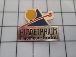 415a Pin's Pins / Rare & Belle Qualité !!! THEME : ESPACE / PLANETARIUM PLEMEUR-BODOU ... C'est La Bretagne Pas Pluton ! - EDF GDF