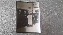 PHOTO - EXPOSITION ARTS 1925 PARIS - REINE BELGE ELISABETH DE BELGIQUE - FAMILLE ROYALE - VOITURE - AUTOMOBILE - Célébrités