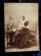 Photo Grand Cabinet Anonyme - Femme Devant Son Miroir De Coiffeuse, Circa 1895-1900 L514 - Anciennes (Av. 1900)