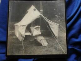 Photo Grand Cabinet Anonyme - Femme Assise Devant Une Tente, Petit Chien Sur Les Genoux,  Ca 1895-1900 L514 - Anciennes (Av. 1900)