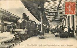BELLEGARDE Arrivée En Gare De L'express De Genève  Et Visite De La Douane - Bellegarde-sur-Valserine