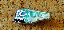 Pin's SNCF Train Vert - Métal Argenté - Fabricant METARGENT - Transportes