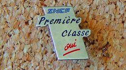 Pin's SNCF Train SNCF Première Classe Oui - Métal Argenté - Fabricant VPC ROUEN 1991 - Transportes