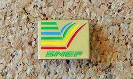 Pin's SNCF Train SNCF Logo Arc En Ciel - Doré - Peint Cloisonné - Fabricant Inconnu - Transportes