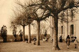 Varennes Sur Allier * Cour De L'aérium Au Château De Gayette * école Colonie ? * Enfants - France