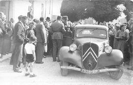COLOMBEY-les-DEUX-EGLISES   -  Carte-Photo Du Général DE GAULLE Montant Dans Sa Voiture (Tration Avant) En 1947 - Colombey Les Deux Eglises