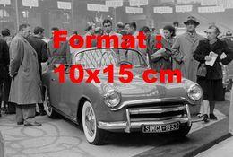 Reproduction D'une Photographie Ancienne D'une Automobile De Marque Simca 8 Sport Un Salon De L'automobile En 1953 - Reproducciones