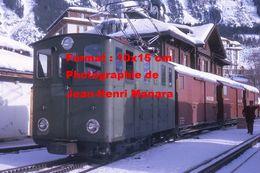 Reproduction Photographie D'un Train WAB Avec Wagon Pour Le Fret Du Chemin De Fer à Crémaillère à Wengen En Suisse 1970 - Reproductions