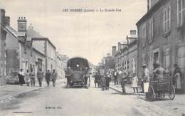 45 - LES BORDES La Grande Rue - Autocar Autobus En 1er Plan - Jolie CPA Village (1.820 H) Animée - Loiret ( Militaires ) - Frankreich