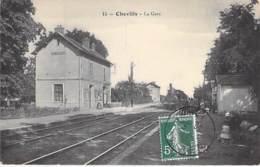 45 - CHEVILLY : La Gare ( SNCF ) CPA Village (2.710 H)  -Loiret ( Région Centre Loire ) - Autres Communes
