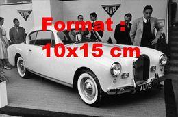 Reproduction Photographie Ancienne D'une Automobile De Marque Alvis TC108/G Au Salon De L'automobile Genève En 1956 - Reproductions