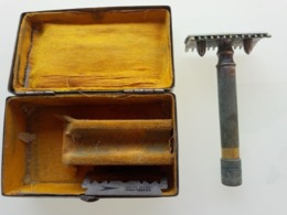 Rasoir Mécanique à Main Dans Son Coffret En Acier (avec 2 Lames Gilette) - Accessories