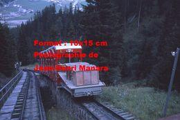 Reproduction D'une Photographie Du Funiculaire Parsenbahn Avec Une Remorque Chargée De Gravier à Davos En Suisse En 1971 - Reproductions