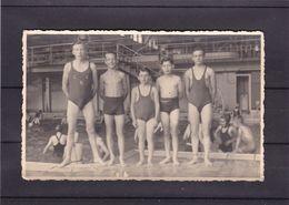 Carte Photo  Enfants A La Piscine ( 1943 ? ) - Photographs