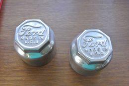 Twee Oude Verchroomde Oldtimer-wieldoppen Ford Made In USA - Unclassified