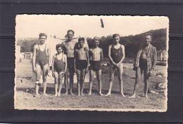 Carte Photo   Hommes Et Enfants Au Camping ( été 1943 ? ) - Photographs
