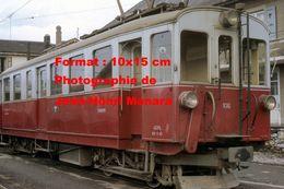 Reproduction D'une Photographie D'un Train Rouge Et Blanc A.O.M.C Aigle-Ollon-Monthey-Champery En Suisse En 1968 - Reproductions