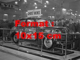 Reproduction D'une Photographie Ancienne D'un Modèle En Coupe Du Hillman Minx à Un Salon Automobile - Reproductions