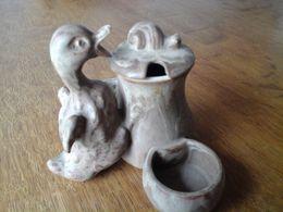 DENBAC - Rare Grès Ancien - Salière - Moutardier - Représentant Un Canard Prêt à Manger Un Escargot - Céramiques