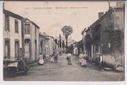 ROUSSAY (49) : RUE DE LA CROIX - AU FOND LE CALVAIRE - MACHINE AGRICOLE - ECRITE EN 1907 - 2 SCANS - - Autres Communes