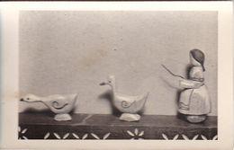AK Foto Holzfiguren Spielzeug - Bäuerin Mit Gänsen - Ca. 1940/50   (51089) - Jeux Et Jouets