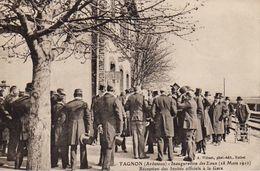 S27-002 Tagnon - Inauguration Des Eaux (18 Mars 1910) - Réception Des Invités Officiels à La Gare - Other Municipalities