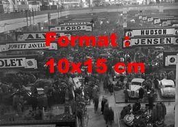 Reproduction D'une Photographie Ancienne D'une Vue De Stands Au Salon Automobile à Londres En 1948 - Reproductions