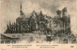 3OMG 1O33. REIMS - BOMBARDEMENT DE LREIMS LA CATHEDRAL EN FEU - Reims