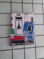 415b Pin's Pins / Rare & Belle Qualité !!! THEME : EDF GDF / 1992 CAMIONNETTE EDF GDF - EDF GDF