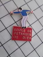 415b Pin's Pins / Rare & Belle Qualité !!! THEME : SPORTS / PETANQUE ECOLE DU GIER Apprendre à Doser Le Pastis ? - Pétanque