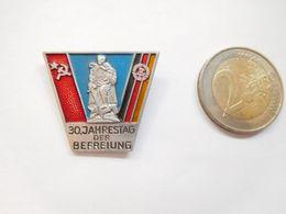 Belle Broche Russe ( No Pin's )  , Armée Militaire , 30. Jahrestag Der Befreiung , Camp De Concentration - Militaria
