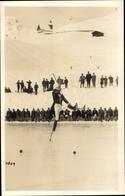 Photo Cp Eisläufer Auf Stelzen, Zuschauer, Skifahrer - Postales