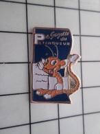 415b Pin's Pins / Rare & Belle Qualité !!! THEME : MEDIAS / RARE LA GAZETTE DU PETANQUEUR Avec Des Recettes D'apéro ? - Mass Media