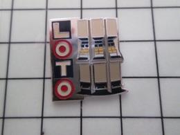 415b Pin's Pins / Rare & Belle Qualité !!! THEME : JEUX / LOTO PRESENTOIR DES BILLETS PERDANTS !! - Games