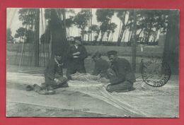 De Haan / Coq Sur Mer - Top Kaart - Pêcheurs Réparant Leurs Filets - 1914 ( Verso Zien ) - De Haan