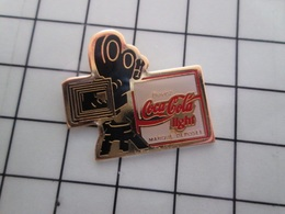 415b Pin's Pins / Rare & Belle Qualité !!! THEME : CINEMA / CAMERA 35 MM COCA-COLA LIGHT - Cine