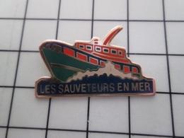 415b Pin's Pins / Rare & Belle Qualité !!! THEME : BATEAUX / SNSM LES SAUVETEURS EN MER Par LA BOITE A PIN'S - Barcos