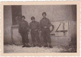 Photographie : Militaire - Militaria : Groupe De Soldats Français En Pose : Stetten - Camp Militaire - Bade-Wurtemberg - War, Military