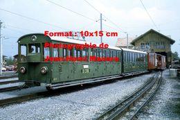 Reproduction D'une Photographie D'un Train Du Chemin De Fer SPB Schynige Platte Bahn à Wilderswill En Suisse En 1972 - Reproductions