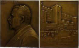 Frankreich, Rechteckige Bronzeplakette (ca. 68x55,90mm, Ca. 145,89g), 1933, Von Ch. Pillet, Auf Louis Peuch. Av: Brustbi - Monedas