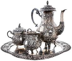 Zierliches Kaffeeservice Mit Opulentem Rosendekor Aus Silber, Bestehend Aus Einem Tablett, Ca. 28,3 X 23,5 Cm, Ca. 318,0 - Monnaies & Billets