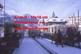 Reproduction Photographie De Skieurs Chargeant Leurs Skis Dans Un Wagon Du Chemin De Fer à Crémaillère à Wengen Suisse - Reproductions