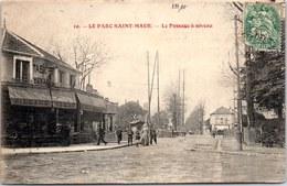 94 LE PARC SAINT MAUR - Le Passage à Niveau. - France