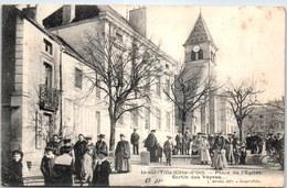 21 IS SUR TILLE - La Place De L'église, Sortie De Vepres - Is Sur Tille