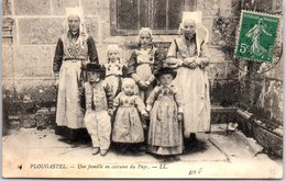 29 PLOUGASTEL - Une Famille En Costume Du Pays - Plougastel-Daoulas