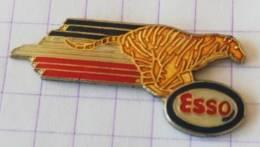 Pin's -ESSO Tigre - Carburants
