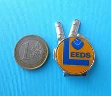 LEEDS UNITED FC - England Football Soccer Club Old LARGER Pin Badge * Fussball Calcio Futbol Futebol Foot British - Calcio