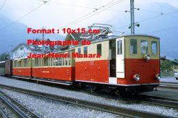 Reproduction D'une Photographie D'un Train Chemin De Fer SPB à Wilderswill En Suisse En 1972 - Reproductions